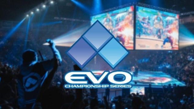 Le logo du tournoi EVO Championship Series, superposé sur une image de l'aréna où se tient la compétition, rempli de fans.