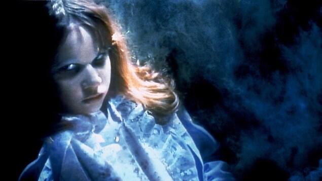 Linda Blair dans une scène du film « L'exorciste »