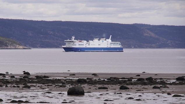 Le F.-A.-Gauthier entre dans le port de Baie-Comeau.