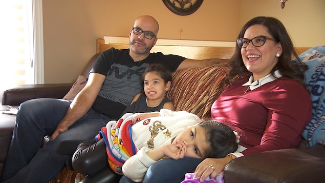 La famille Raposo (de gauche à droite) : Jason Raposo, Giada Raposo, Tiana Raposo et Linda Florio
