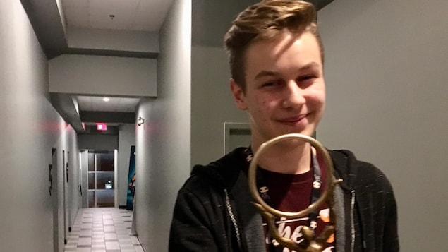 Le jeune réalisateur de 16 ans, Louis-Charles Blais, était ému d'obtenir le prix du meilleur court métrage de l'Estrie avec Le dernier jour.