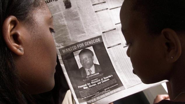 Dans ce journal du 12 juin 2002, à Nairobi, au Kenya, les États-Unis ont publié une photo de Félicien Kabuga, homme d'affaires accusé d'avoir contribué au financement du génocide de 1994 au Rwanda, avec la mention « recherché pour génocide ».