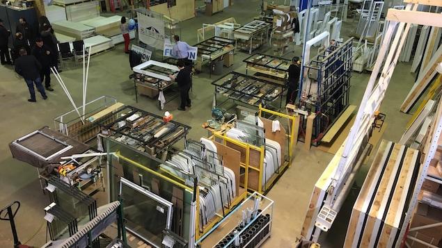 Une usine de portes et fenêtres.