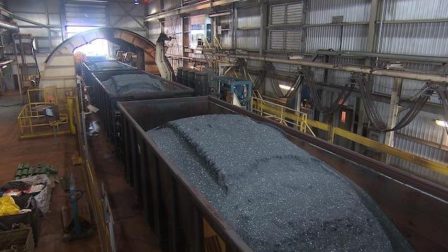 Les premiers trains de minerai de fer en provenance de la mine du lac Bloom