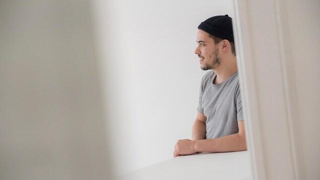 Antonin Pons Braley, héliograveur et chercheur français associé au laboratoire Tumuult, un laboratoire d'art et de recherche sur le nord, implanté à Berlin, qui étudie Fermont et ceux qui y vivent sous plusieurs angles.