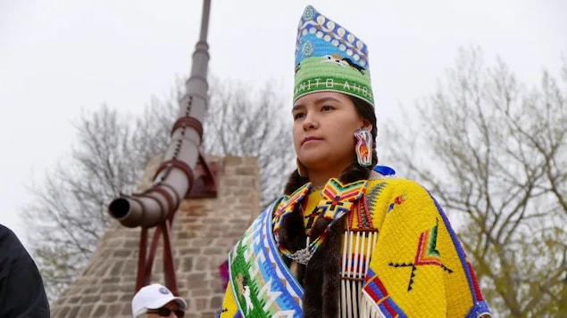 Una indígena canadiense, Wamblie Littlesky en el festival Manito Ahbee.