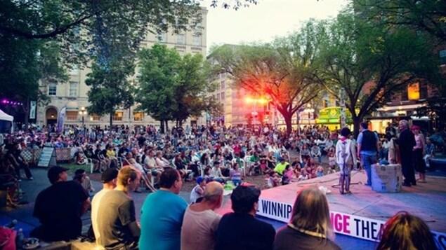 Le festival Fringe de Winnipeg dans le quartier de la Bourse.