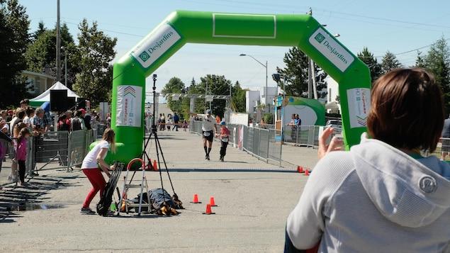 Ligne d'arrivée du marathon du festival H2O d'Amos