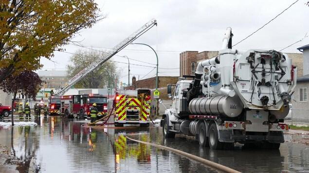 Des camions de pompiers.