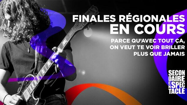 Une publicité annonçant les finales régionales sur laquelle on voit un jeune homme qui joue de la guitare.