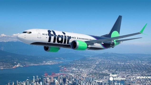 Un avion de Flair Airlines survol Vancouver.