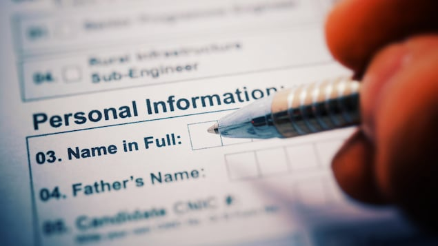 Un formulaire demandant des informations personnelles dont le nom complet.