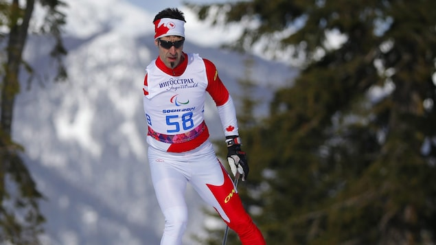 Louis Fortin en action sur une piste de ski de fond.