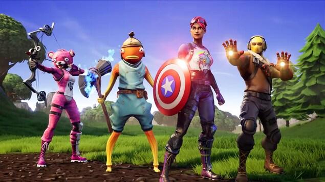 Une capture d'écran montrant quatre personnages de Fortnite portant des objets associés aux Avengers, dont le bouclier de Captain America.