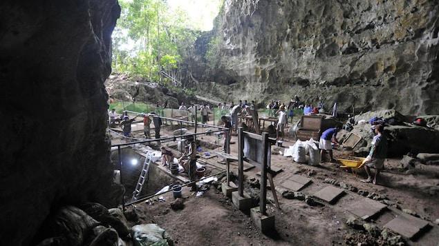 Vue des fouilles de la grotte de Callao en 2011.