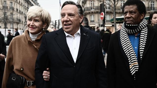 François Legault et sa femme à Paris, en compagnie de Dany Laferrière