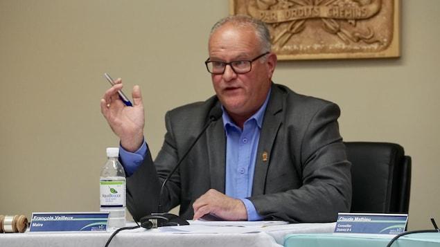 François Veilleux, maire de Beauceville, lors d'une séance du conseil municipal le 12 août 2019.