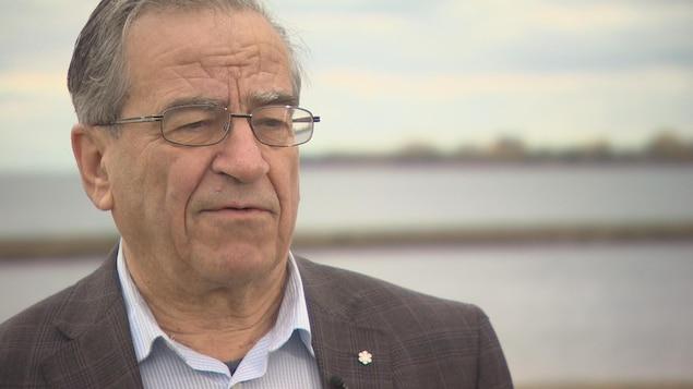 Frank Dottori s'inquiète pour l'industrie canadienne du bois d'oeuvre.