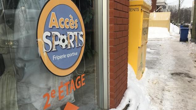 La Friperie sportive Accès Sports sur la rue Chamflour est coordonnée par les Artisans de la Paix.