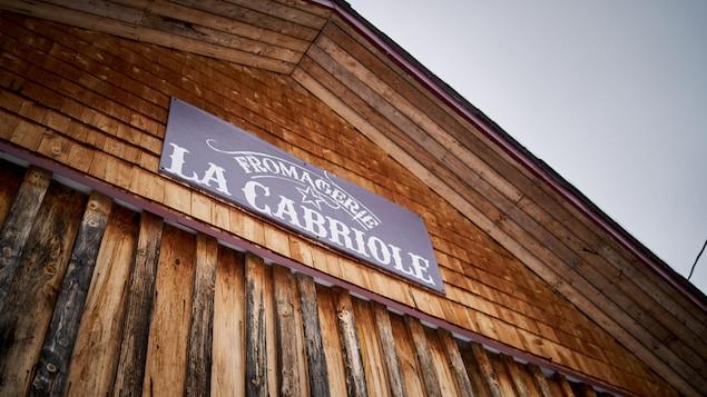 La devanture de la fromagerie La Cabriole, près de Maniwaki.
