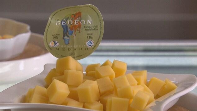 Du fromage coupé en cubes