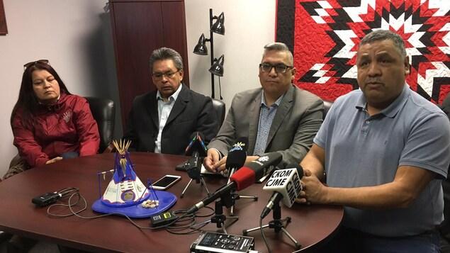 Des chefs de Premières Nations lors de la conférence de la FSIN à Saskatoon.