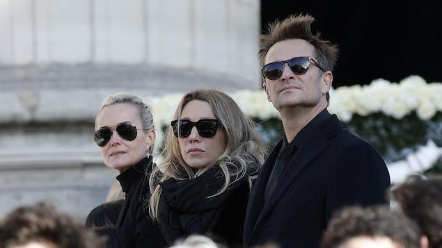 Laeticia Hallyday, Laura Smet et David Hallyday, assistant aux funérailles du rockeur Johnny Hallyday en décembre 2017.