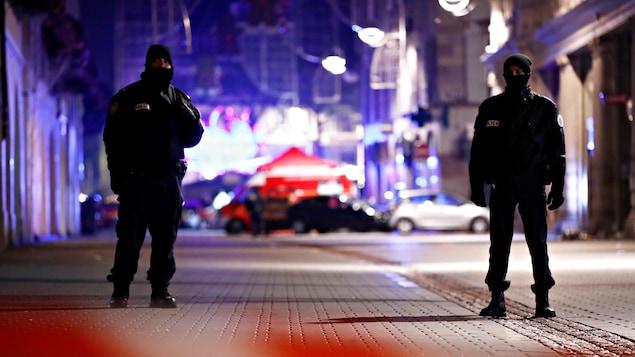 Zone sécurisée des forces de sécurité où un suspect est recherché après la fusillade à Strasbourg.