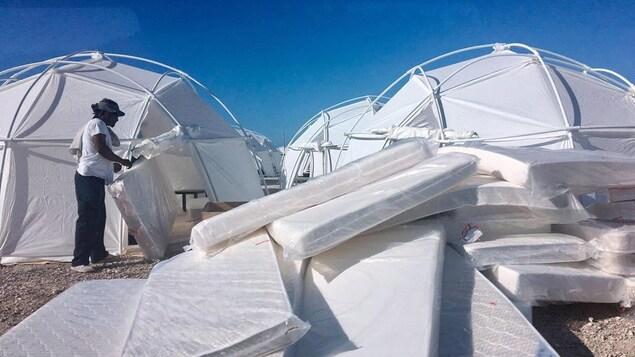 Des tentes et des matelas au Fyre Festival dans les Bahamas
