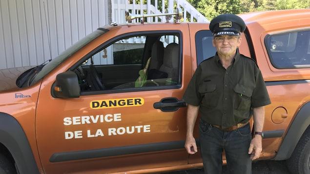 Gabriel Houde devant son camion