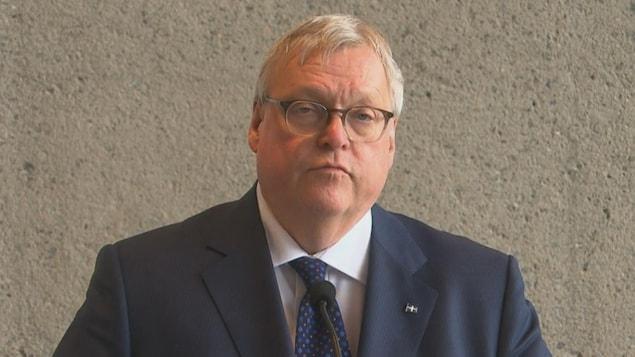 Le ministre de la Santé Gaétan Barrette lors de l'annonce concernant l'agrandissement de l'hôpital du Centre-de-la-Mauricie.