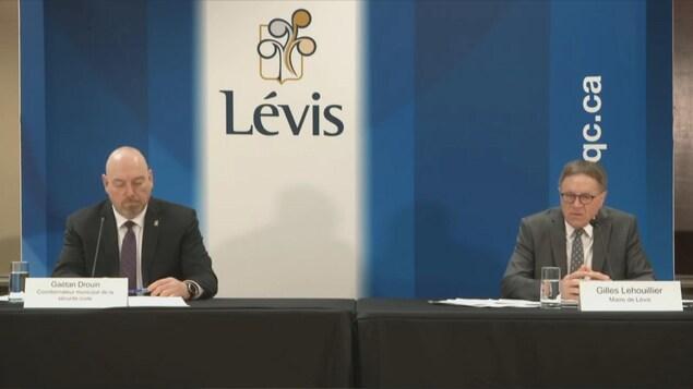 Gaétan Drouin, coordonnateur municipal de la sécurité civile, et Gilles Lehouillier, maire de Lévis.
