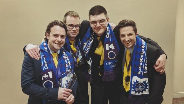 L'équipe gagnante composée de Simon Amiot, Pierre-Luc Bouillon, Anthony Gagnon-Proulx et Anthony Bisson