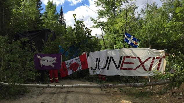 Route bloquée au puits Galt no 4, à 20 km de Gaspé