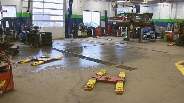 Les garages sont vides en raison des mauvaises conditions météo.