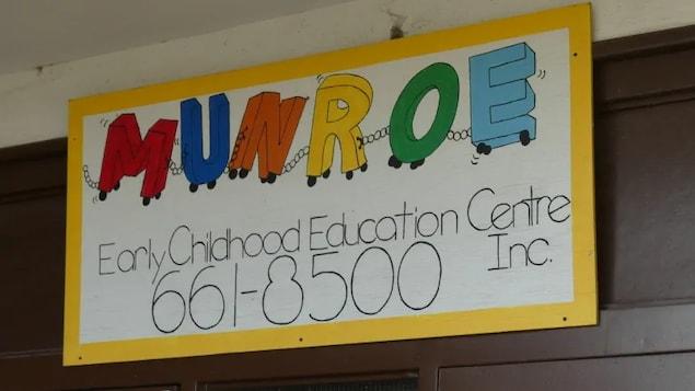 Le panneau de la garderie Munroe.