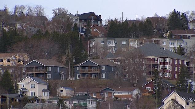 Des immeubles de logements à Gaspé.