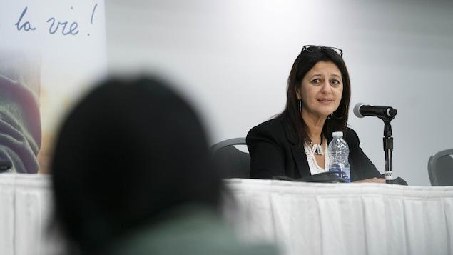 Lors de la période de question pour expliquer son rapport sur la mort de Joyce Echaquan, la coroner Géhane Kamel s'est adressée directement et avec émotion à Marie Wasianna Echaquan Dubé, la fille de Mme Echaquan.