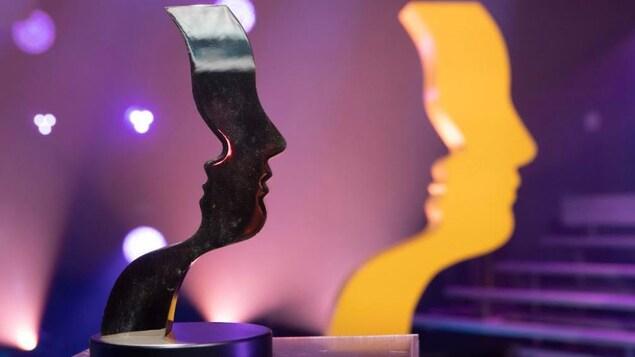 Une statuette des prix Gémeaux.