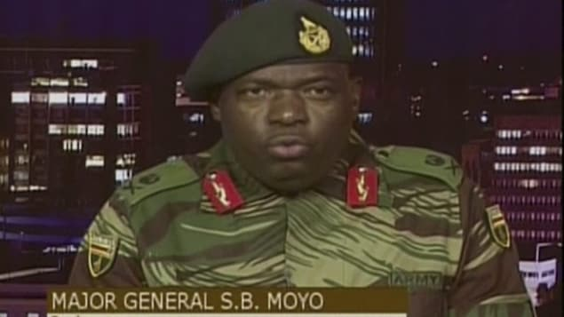 Le général SB Moyo, chef d'état-major logistique, lors de son adresse à la nation.