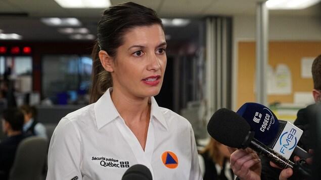 La ministre Geneviève Guilbault a demandé vendredi à l'armée canadienne d'intervenir auprès des sinistrés du Québec.