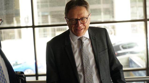 Le maire de Lévis, Gilles Lehouillier, lors d'une rencontre politique au sujet du 3e lien entre sa ville et Québec.