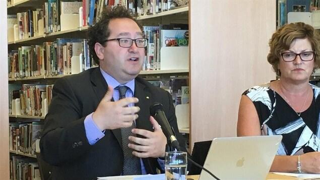 Gino LeBlanc (à gauche)