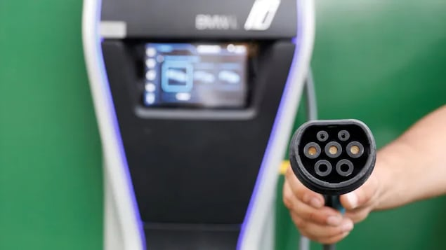 General Motors is pushing into electric vehicles in a big way, installing 40,000 charging stations across North America to recharge them.