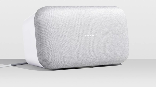 Une photo du haut-parleur intelligent Google Home Max.