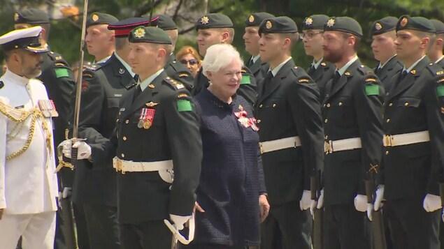La lieutenante-gouverneure de l'Ontario, Elizabeth Dowdeswell, arrive à Queen's Park.