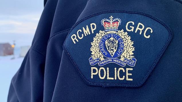 L'écusson d'un policier de la GRC au Nunavut en 2020.