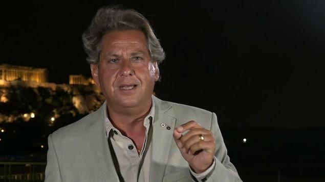 Alain Lefèvre devant l'Acropole.
