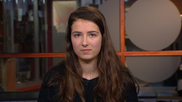 Maria-Alexandra Craciun, étudiante en techniques de travail social au cégep du Vieux-Montréal et représentante du Comité unitaire sur le travail étudiant.