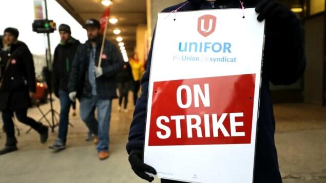 Pancarte « en grève ».